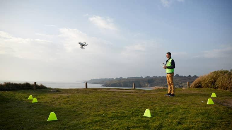 drone et télépilote en sécurité