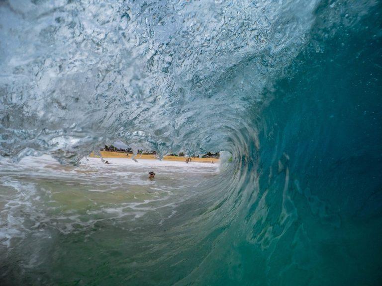 vague et mer au bord de la plage