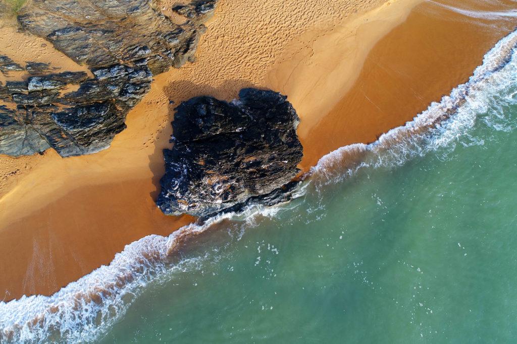 Plage et mer vue d'un drone